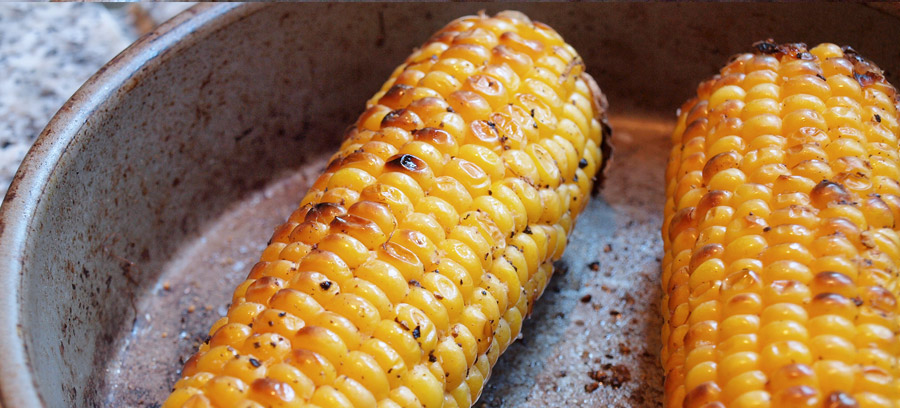 Image od corn cobs being grilled