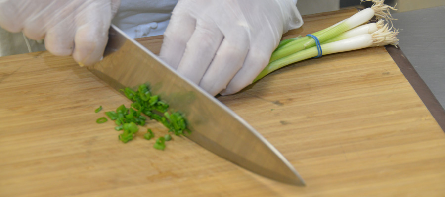 Dicing the green onions