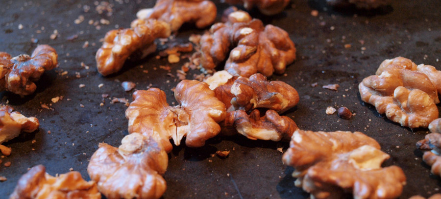 Baked candied walnuts