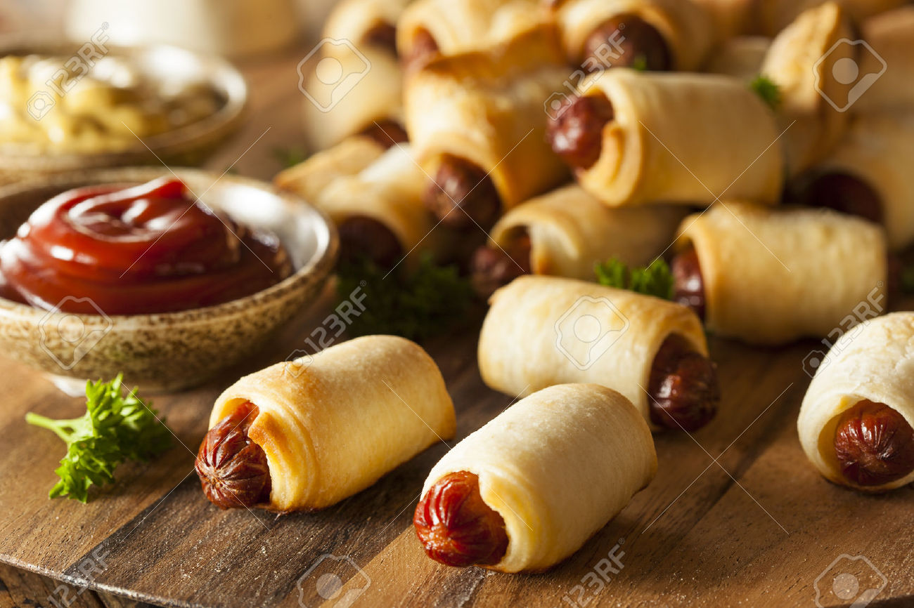 Mini Hot Dogs with Pastry Crush
